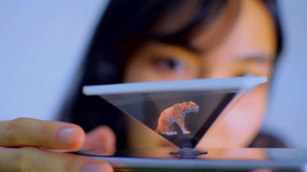 Sử dụng hallo mode để xem hoạt động của con vật bên trong pyramid hologram